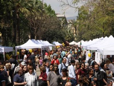 El Sant Jordi més comunitari, a la Rambla del Raval
