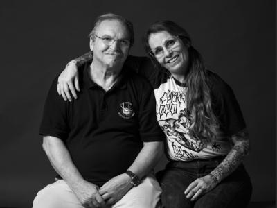 Juan i Asenet, pare i filla comerciants i veïns del barri, estimen el seu ambient i diversitat.