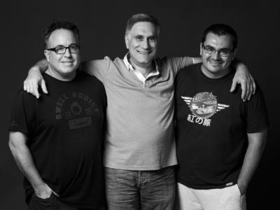 Juan, Juan i Millán, investigadors del CSIC que estimen la història, la gent i l'ambient del Raval.