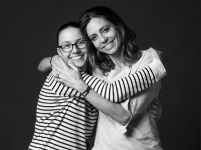 Lili i Gemma, comerciants que valoren el sentiment de barri, i la seva diversitat cultural i gastronòmica.