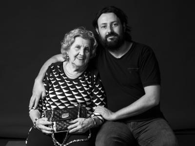Ana i Sergi, veïna i farmacèutic, els agrada la gent del barri i tot el que hi pots trobar.