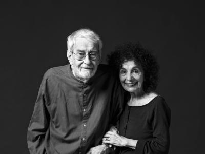 David i Gloria, australians i veïns del barri, estimen la gent, la diversitat i la vitalitat del Raval.