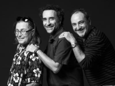Albert, Xavi i Juan, comerciant, investigador del CSIC i treballador del Romea, els agrada la seva diversitat cultural i gastronòmica.